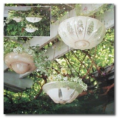 Hanging Garden Decorations With Easy Diy Hanging Baskets From Old Light Fixtures Diy Hanging Planter, Hanging Baskets, Planter Ideas, Garden Crafts, Garden Projects, Garden Ideas, Flea Market Gardening, Pot Jardin, Old Lights
