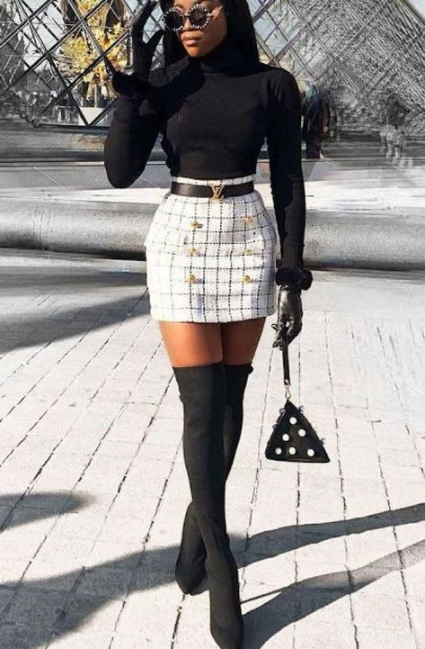 Nice ideas adorable winter outfits with skirt 23 #winteroutfits #winterskirt #adorableskirt