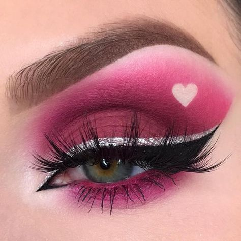 Valentine's Day Makeup Look Ideas Valentine's Day Makeup Looks - a pretty idea for Valentines makeup or date night. By on Valentine's Day Makeup Looks - a pretty idea for Valentines makeup or date night. By on IG Purple Makeup Looks, Vintage Makeup Looks, Glitter Makeup Looks, Cool Makeup Looks, Orange Makeup, Blush Makeup, Eyeshadow Makeup, Makeup Brushes, Eyeshadow Palette