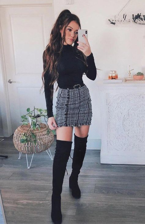 Frayed Trim Plaid Tweed Skirt Plaid skirt outfits ideas what to wear plaid skirts Winter Fashion Outfits, Fall Winter Outfits, Look Fashion, Autumn Fashion, Womens Fashion, Winter Outfits With Skirts, Winter Style, Fall Skirts, Plaid Skirts