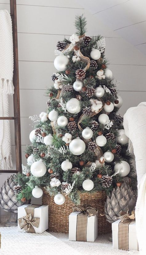 Great pro tips & tricks on how to choose styles & colors, use ribbons & ornaments, & more! - A Piece of Rainbow tree ideas 42 Gorgeous Christmas Tree Decorating Ideas { & Best Tutorials! Best Christmas Tree Decorations, Ribbon On Christmas Tree, Beautiful Christmas Trees, Christmas Tree Toppers, Rustic Christmas, Holiday Decor, Christmas Holiday, Vintage Christmas, Peacock Christmas Tree