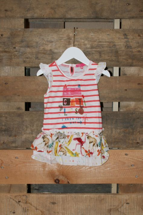 Wieeeee maak ons gek! Wat een topjurk van Cakewalk! Lets get lost i know the way is de tekst op deze mooie speelse jurk. Lekker zomers en katoen.