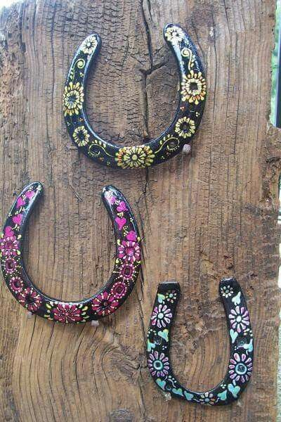 Just A Picture A Cute Idea For Used Horseshoes I Could See
