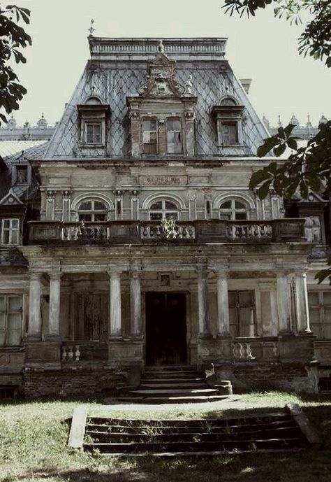 the haunted city mansion in Eerie, Pennsylvania