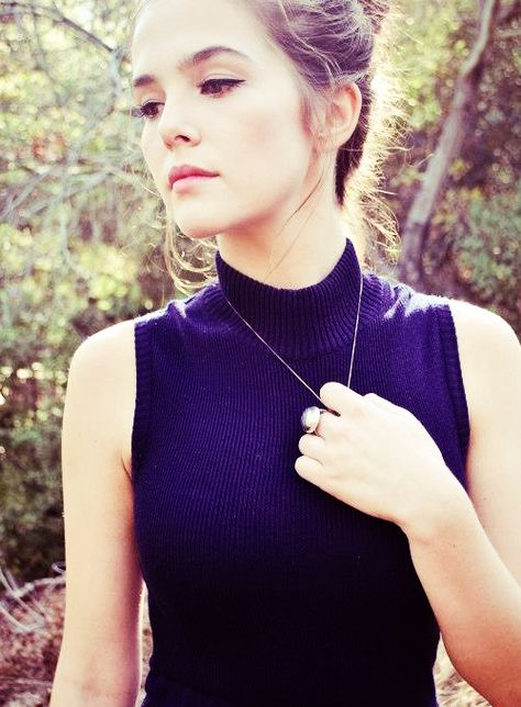 Zoey Deutch - Emma Parker (