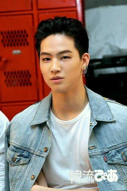 He Has Such A Nice Skin Tone It S So Tan Why In The World Would Anyone Whitewash Got7 Jaebum Jaebum Got7