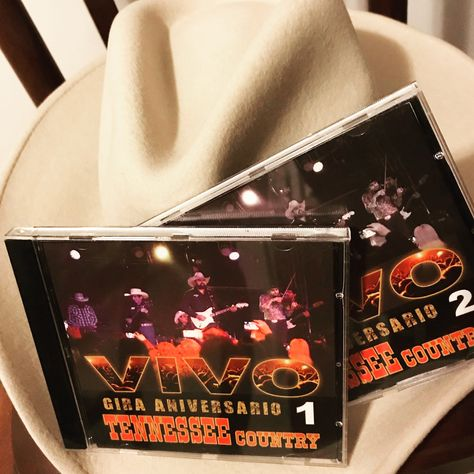 """ """"Tennessee Country"""" Gracias a DAMIAN, GABRIEL, CRISTIAN, NESTY, DARÍO Y FERNANDO por traerme los CDs de la gira aniversario. ESTA ES LA MEJOR BANDA DE MÚSICA COUNTRY DE ARGENTINA Y YO SU FAN !!! Aguante el rodeo y la buena música. #country #argentina #mexico"""