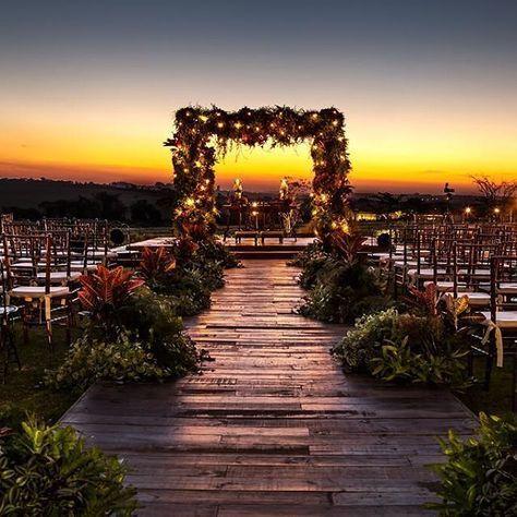 Um Por Do Sol Perfeito Como Cenario Para Uma Cerimonia