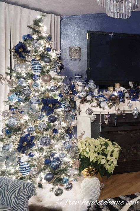 I LOVE these blue and white #Christmas home decorating ideas! So many elegant ways to decorate the living room, fireplace, mantel and holiday table. #fromhousetohome #christmasfireplace #christmasdecor #blueandwhitechristmas
