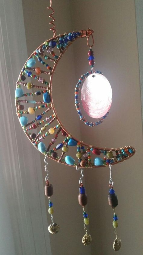 DIY Suncatcher made with beads! DIY Suncatcher made with beads!DIY Suncatcher made with beads!Moon shaped beaded sun catcher (Inspiration picture only)Etching is a strategy in fashion jewelry making where chemicals are utilized to cut a design onto a Wire Crafts, Jewelry Crafts, Moon Crafts, Cd Crafts, Fabric Crafts, Crafts To Make, Arts And Crafts, Diy Wind Chimes, Bijoux Diy