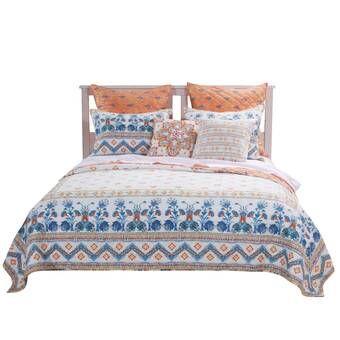 Mobilier De Chambre A Coucher En Bois Massif 2 Tons Avec Literie Blanche Et Grise Bois Lit Jcperreault Corne Chalet Home Decor Furniture Bed