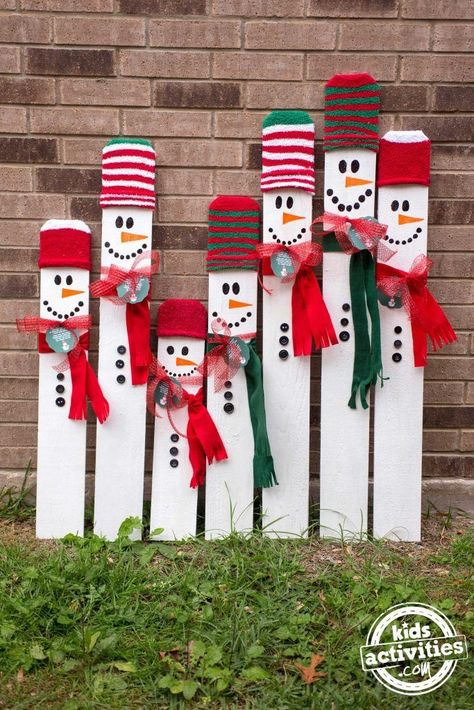 Kid-Sized Snowman Holiday Keepsake Looking for a fun, meaningful gift for your precious child this Christmas? This kid-sized snowman holiday keepsake is the PERFECT gift for any child! Diy Christmas Decorations Easy, Christmas Wood Crafts, Pallet Christmas, Christmas Signs Wood, Christmas Projects, Holiday Crafts, Christmas Holidays, Christmas Ornaments, Snowman Crafts