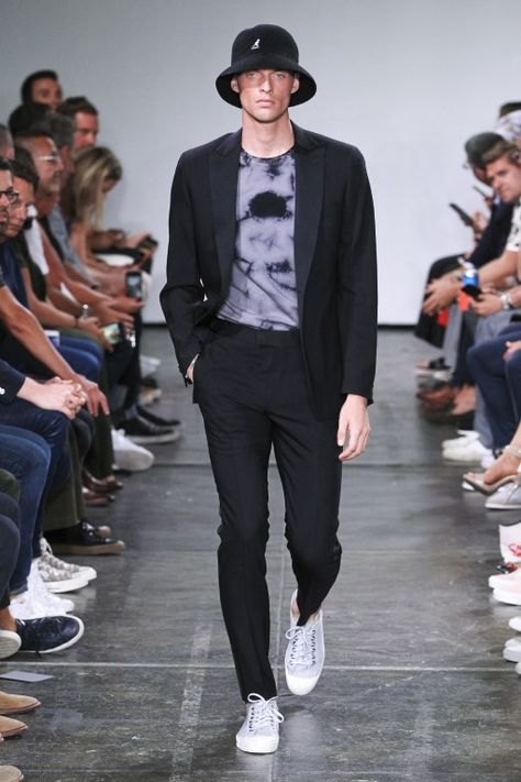 Todd Snyder Spring Summer 2019 Menswear Collection #men #mensfashion #menswear #mensoutfits #menstyle #fashion #fashionoutfits #casual #casualstyle #casualfashion #casualmensfashion #dresses #mensdress #smartcasual