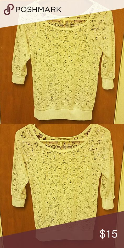 Cute top by Kirra - Sz xs New Condition- no defects- worn a couple times and gently treated- Kirra Tops