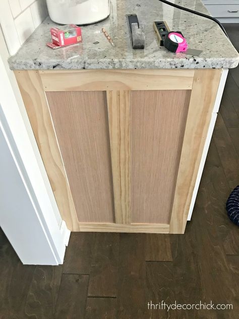 diy kitchen How to upgrade the end of your builder grade cabinets from Thrifty Decor Chick Diy Kitchen Remodel, Diy Kitchen Cabinets, Kitchen Redo, Kitchen And Bath, Kitchen Ideas, Kitchen Designs, Kitchen Island Molding, Kitchen Island Remodel Ideas, Kitchen Island Upgrade