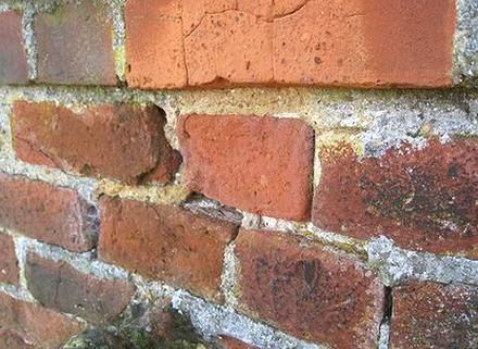 This Is A Guide On How To Mix Mortar For Pointing Using Sand Cement Plasticizer And Water Together Wit In 2020 Painted Brick Walls Brick Restoration Brick Wall Gardens