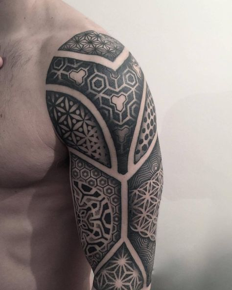 Finished ½ sleeve by Sam @samrivers_curiosities #blackwork #geometric #tribal #intoyoutattoolondon (at Into You Tattoo&Piercing London)