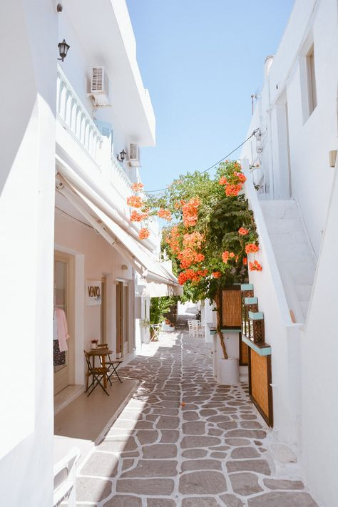 Complete travel guide to Paros, Greece with the top things to do, where to stay, how to get there and what to see in Paros! Santorini, The Places Youll Go, Places To Go, Places In Europe, Paros Greece, Athens Greece, Beautiful Places To Travel, Romantic Travel, I Want To Travel