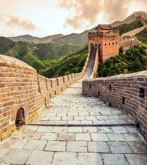 The Great Wall of China is one of the most popular human-made structures on the planet. The old wall tells several tales of its glorious past and is probably among the most visited tourist destinations in the world. Places To Travel, Places To See, Travel Destinations, Travel Diys, In China, China Travel, Travel Usa, Travel Collage, Great Wall Of China