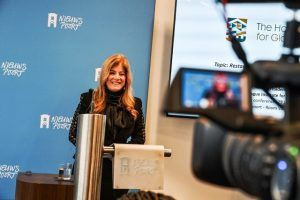 تعرف على سيدة الأعمال أردنية التي ترأست مؤسسة لاهاي للعدل الدولي في هولندا Flatscreen Tv Electronic Products Phone