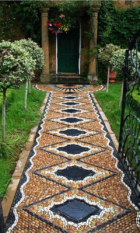 Garden Pathway Pebble Mosaic Ideas For Your Home Surroundings(Diy Garden Pathways) Mosaic Walkway, Pebble Mosaic, Mosaic Garden, Diy Garden, Dream Garden, Garden Paths, Garden Projects, Garden Art, Rock Mosaic