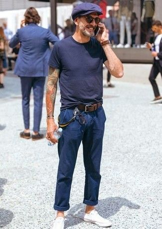 How to wear: black crew-neck t-shirt, navy chinos, white canvas low top sneakers, navy flat cap