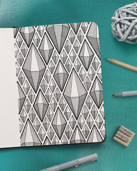 Pattern guides, drawing tutorials, how to draw geometric patterns step by step and doodle exercises for bullet journal or sketchbook - MORE ON PATREON Doodle Art Drawing, Zentangle Drawings, Zentangle Patterns, Zen Doodle Patterns, Geometric Drawing, Geometric Art, Geometric Patterns, Line Patterns, Geometric Designs