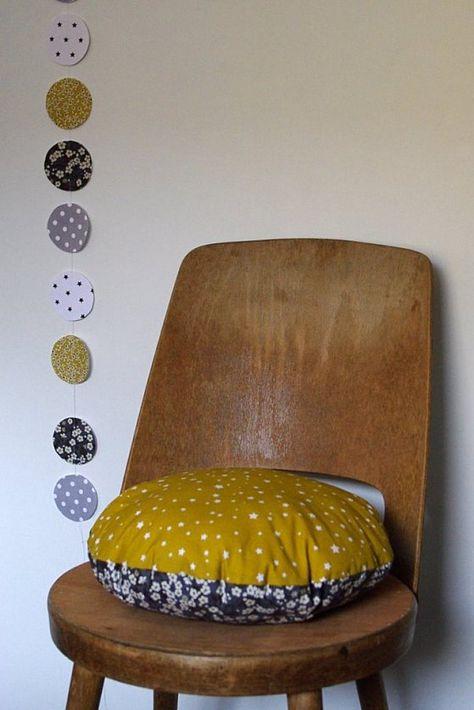 Chaise bois vintage  coussin rond