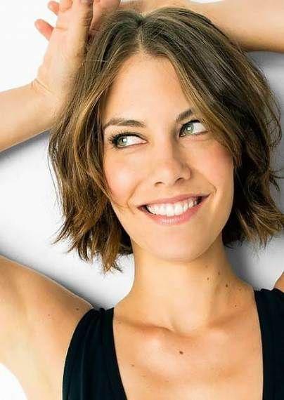 Haircut Middle Part Short 21 Ideas Short Wavy Hairstyles For Women Short Wavy Hair Wavy Haircuts