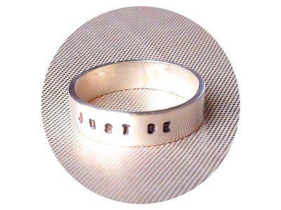 Sterling zilveren ring met eigen tekst, gepersonaliseerde ring, sterling zilver, kado vriendin, kado verjaardag, geboortekado, stapelring