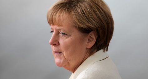 Bundeskanzlerin Angela Merkel beabsichtigt im Rahmen des Umverteilungsprogramms, monatlich 500 Flüchtlinge aus Italien und Griechenland zu übernehmen. Das verkündete die Kanzlerin beim heutigen Flüchtlingsgipfel in Wien.