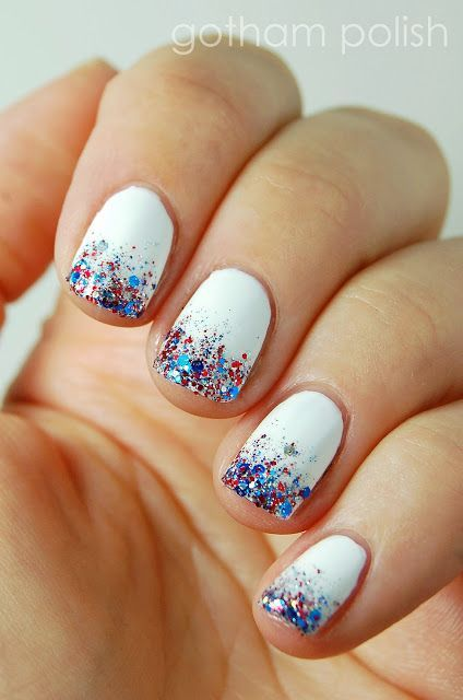 July is coming, and the best way to celebrate Independence Day is the Star and Spangle Flag nail art. Use these interesting nail designs to show your inner patriotism. American fashionistas are preparing various nail art ideas to celebrate their White Glitter Nails, Sparkle Nails, Gradient Nails, Blue Nails, White Summer Nails, Blue And White Nails, Sparkle Outfit, Nail Summer, Galaxy Nails