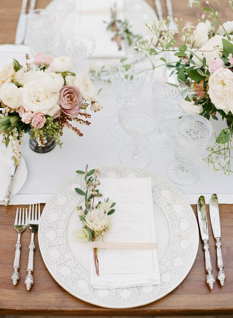 La Tavola Fine Linen Rental: Hemstitch White Table Runner and Napkins with Tuscany White Chair Cushions | Photography: Sylvie Gil Photography, Event Planning: Soiree By Simone, Venue: The Vintage Estate