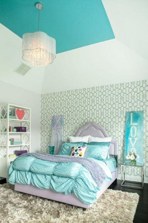 chambre à coucher ado en turquoise et vert-eau avec tapis shaggy