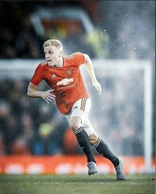 Official Donny Van De Beek Has Completed His Medicals As A New Manchester United Player Contract Until In 2020 Manchester United Players Manchester United Man United