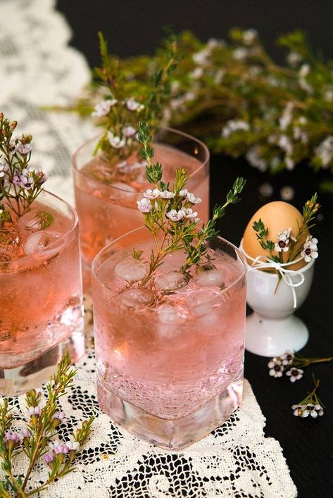 These pink gin and tonics are perfect for a baby or bridal shower, elegant brunch or any time you just want to feel a little lady-like. #cocktails, #babyshower, #bridalshower, #summercocktails, #brunchcocktails, #pink via @shekeepsalovelyhome