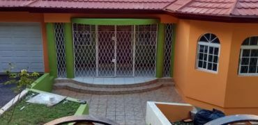 Cheap Houses For Sale In Trelawny Jamaica Cheap Properties Falmouth In 2020 Sale House Cheap Houses For Sale Foreclosed Homes