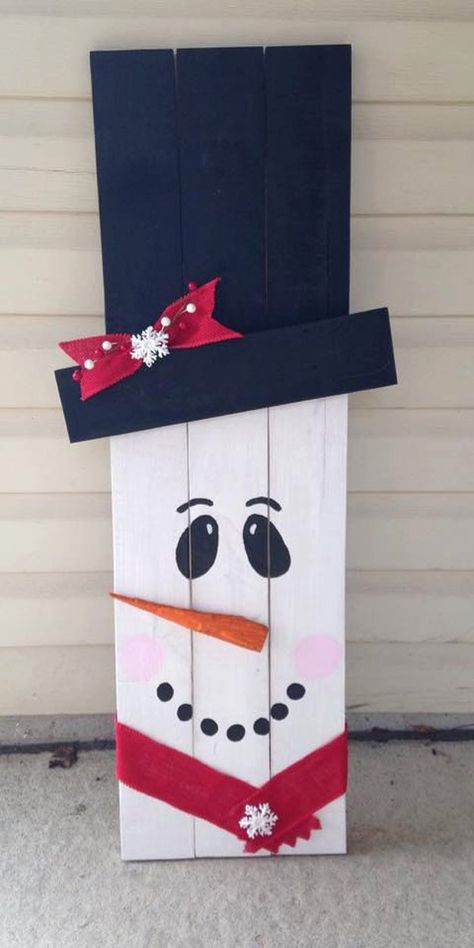 Reclaimed Wooden Snowman | 18 Snowman Ideas To Populate Your Homestead | Cute And Creative Crafts For A Festive Holiday by Pioneer Settler at http://pioneersettler.com/18-snowman-ideas-homestead/