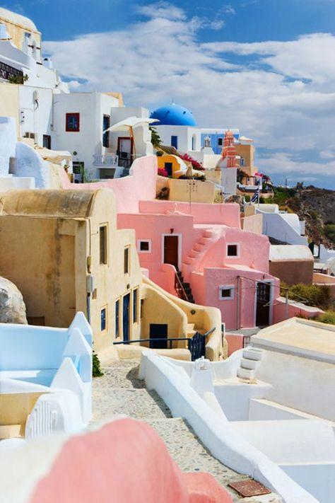 Un beau village, beaucoup de couleur ... #Santorini en Grèce.