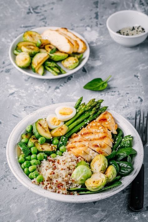 Bowl with chicken and quinoa, spinach, egg, zucchini, asparagus, Brussels sprouts and green peas #food #healthyrecipes #healthyfood #healthyeating #healthy#food #recipe