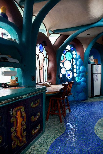 Ranchito Cascabel, aka Timmyland, is Tim Sullivan's folk-art fantasy just north of San Miguel de Allende. Inspired by the work of Antoni Gaudí in Barcelona, Sullivan turned a sleeping porch & storage room into a rambling, otherworldly folly.