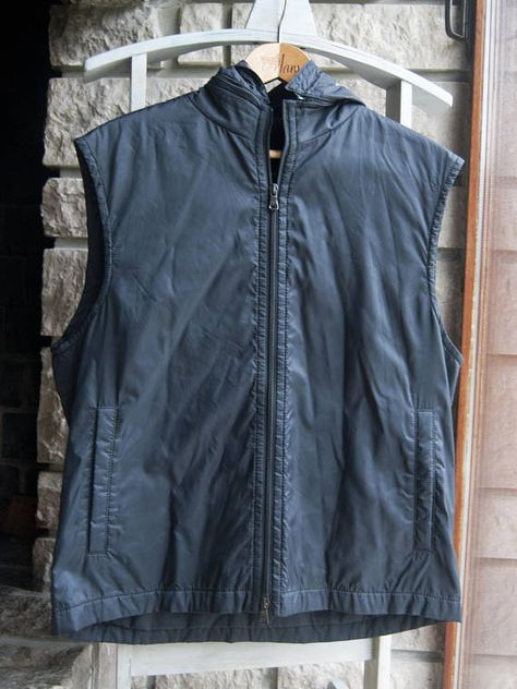 1558372043798 Sleeveless down jacket for men. Black puffer jacket with a removable hood. Hugo  Boss. φ Size: not indicated. Fits medium. φ Brand: Hugo Boss φ Condition:  ...