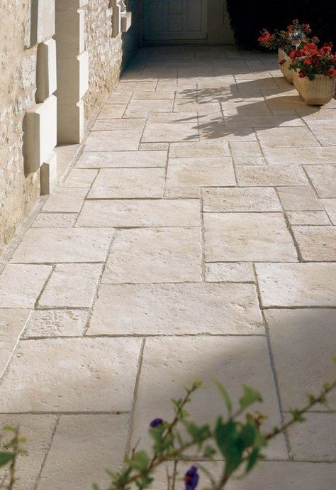 Garden design with patio slabs, walls and pillars  #design #garden #patio #pillars #slabs #walls