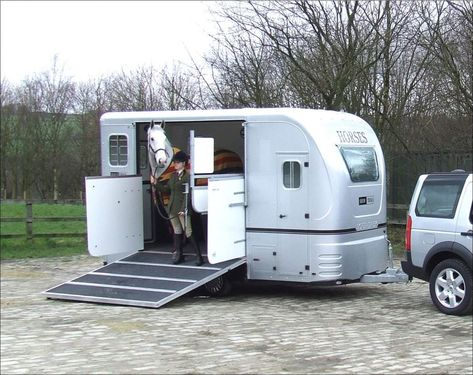 Your Horse Deserves a Safe Horse come in many varieties, and some are very luxurious. No matter how fancy or plain, though, safety comes first. Arriving at your destination with a healthy horse should be the first priority.