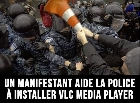 A demonstrator helping police to install VLC Media Player