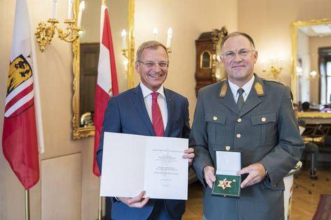 Oberösterreich: Oberster Soldat Oberösterreichs erhielt Goldenes Ehrenzeichen des Landes OÖ