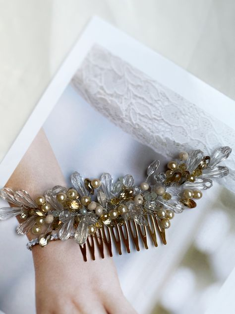 #bridecrown #brideandgroomphotos #bridalaccessories #accessories #bridetobe #weddingaccessories #bridebouquet