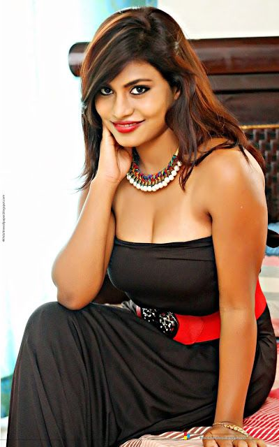 Hot 4k Hd Ultra Wallpaper Of Indian Actress Priya Agustin