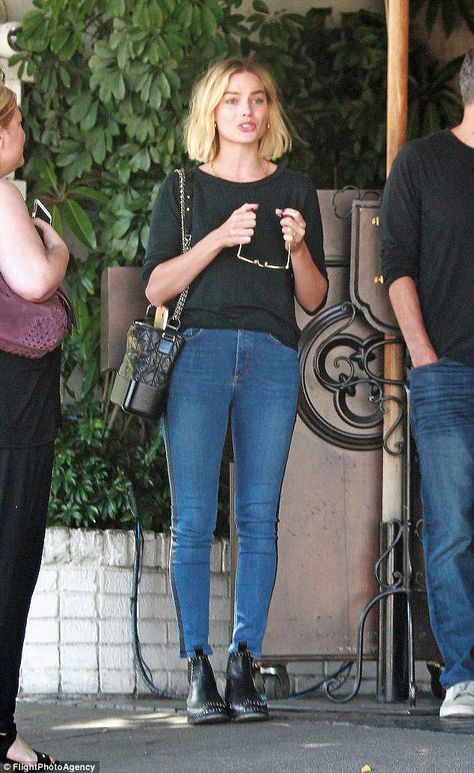 Margot Robbie goes casual for lunch with friends at the Chateau Marmont in LA | Daily Mail Online