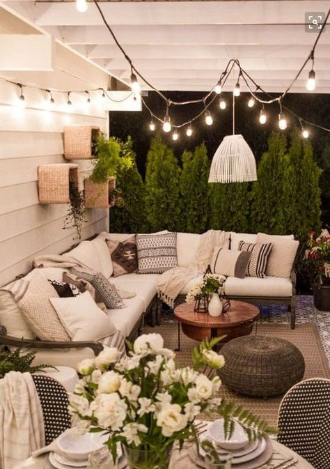 25+ Exhilaratingly Beautiful Outdoor Living Room Ideas On a Budget
